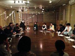 4月に弘前大学今田匡彦教授を招いた「哲学カフェ」。