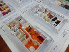 学生の作った室内模型  これではやっぱり内部の様子は分かりにくいです