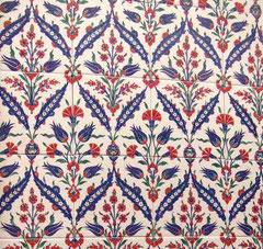 美しい柄で有名なトルコのタイル  一枚ずつ手画きのタイルで有名です