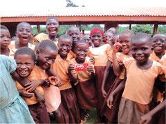 学校に通えるようになったガーナの子どもたち