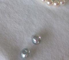 自然のなかで偶然が重なり合って生まれる真珠は、この世に2つと同じ形は存在しないのが大きな魅力