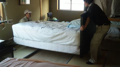 大きなベッドの移動