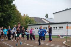 R8er Jungen beim Sprintstart.
