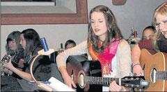 Ein musikalischer Genuss für die Ohren: Die Gitarrengruppe spielte weihnachtliche Lieder.