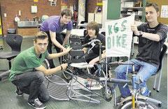 Jasper Bartke (14, von links), Robin Eibes (15), Adrian Wegener (15) und Marcel Richwien (15) bereiten Aktionen zum Weltklimatag vor. (haz)