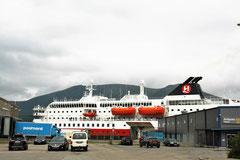 """Hurtigrutenschiff  """"Kong Harald"""" in Stokmarknes"""