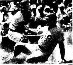 Greg Luzinski scores a run in the 3rd inning.