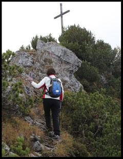 Der höchte Punkt der Tour: Gipfelkreuz des 1603 m hohen Spitzkamps