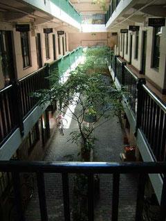2階の回廊から見た中庭