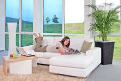 Wohne lieber ungewöhnlich: Mit schaltbarem EControl Sonnen-                       schutzglas werden Lichtdurch-                              lässigkeit und Energietransmission individuell regelbar – je nach Lebensstil und Wetterlage.   Foto: EControl-Glas