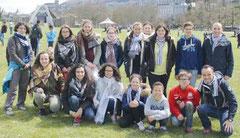 Anne-Sophie (tout à gauche), avec un groupe de jeunes du doyenné, lors du dernier pélerinage à Lourdes