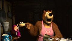 Медведь зевая стал готовить Маше кашу