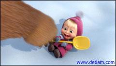Медведь вручил Маше маленькую лопатку - пусть поработает.