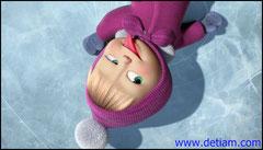Маша растянулась на льду, закрыла глаза и даже высунула язычок