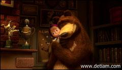 Медведь подбежал к девочке и с нежностью прижал её к своей лохматой морде