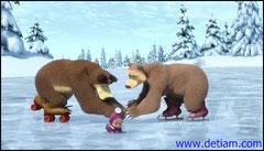 Медведи только хотели поднять Машу, как шалунья вскочила