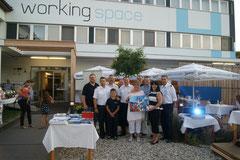 Gruppenbild mit Vertretern der Feuerwehren Gars, Matthias Laurenz Gräff, Georgia Kazantzidu, Werner Groiß und Susanna Klima (Gemälde ersteigert), Foto privat