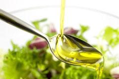 Olio extravergine di oliva: proprietà, benefici e valori nutrizionali