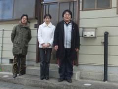 家の前で Takano,Miyuki&Takahashi