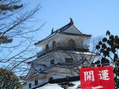 白石城が青空に映えます