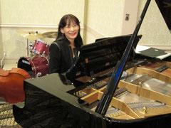 今回は、会場のピアノK.Kawai使用
