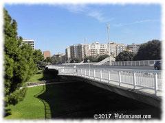 El Pont de les Arts en Valencia, fue construido en los últimos años del siglo XX cuando el cauce seco ya se había convertido en el parque más grande de la ciudad.
