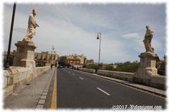 Puente de la trinidad en Valencia, Comunidad Valenciana.Es el más antiguo de los puentes de la ciudad, construido con factura gótica, hacia el siglo XIV, sobre los restos de otro.