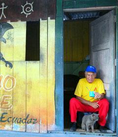 Ecuadorianer beim gemütlichen Kaffeetrinken.
