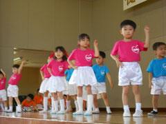 初披露となった保育園児の踊りの写真