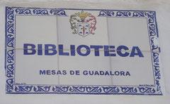 Placa en entrada a la Biblioteca