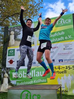 Melissa und Andrea können Hochsprung auch nach 13 km