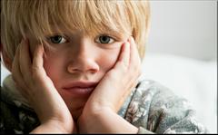 Sprachstörungen: Ihr Kind könnte sich gehemmt fühlen oder gehänselt werden. (© fasphotographic - Fotolia.com)