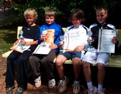 Kleinfeld-Sieger Jakob Cadonau, Benedict Bolz, Jona Kuhn und Maximilian Kempf (alle Weiß-Blau Aschaffenburg).