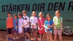 Gruppenfoto des Ruth-Dobberstein-Turniers mit Marie Kolb rechts auf dem Foto