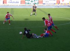 Imagen del encuentro de la temporada pasada, que finalizó con triunfo rojiblanco por 2-0.