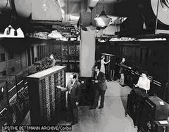 En 1960 apareció el circuito integrado (CI), construido por Jack Kilby