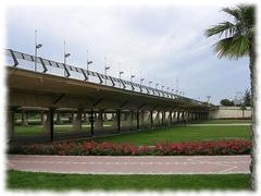 El Pont Nou d' Octubre es relativamente nuevo, apenas tiene 40 años y fue construido por el arquitecto valenciano Santiago Calatrava.