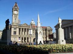 Birmingham Museum & Art Gallery, Chamberlain memorial fountain in the foreground