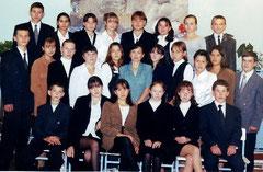 Выпускники 2002 г. Классный руководитель - Мадьярова С.Ф.