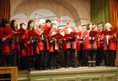 Der Chor singt wie immer mit Engagement...