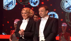 """Simone Kleinsma en Jon van Eerd tijdens """"Surprise Surprise"""" show SBS6"""