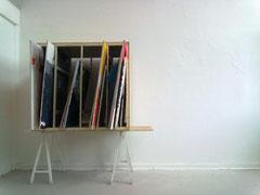Bilderlager, 2010, Holz, bemalte Leinwände, Installation