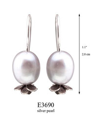 E3690: 30.00, OXI HANGING EARRING WITH SILVER PEARL, FILIGREE LEAVES ON BOTTOM.