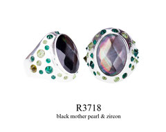 R3718: 130.00,  OXI RING WITH ZIRCON STONES AROUND A BLACK MOTHER PEARL IN THE CENTER.