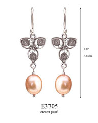 E3705: 40.00, OXI HANGING EARRING, FILIGREE LEAF WITH A CREAM PEARL ON THE BOTTOM.