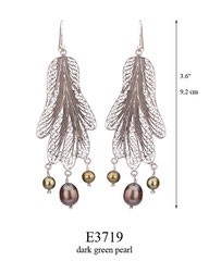 E3719: 100.00, OXI HANGING EARRING FILIGREE WITH 3 DARK GREEN PEARL ON THE BOTTOM.