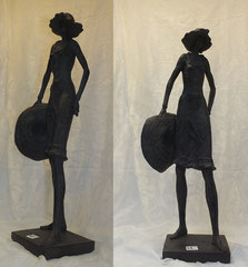 """Frau mit Hut"", Polyresin, 22 x 14 x 58 cm, 49,-€*"