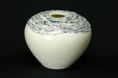 Vase/Öllampe, gegossenes Porzellan von Hand dekoriert, mit Lüster bemalt, H 14,5 cm