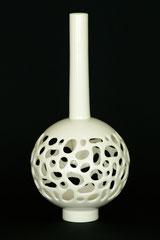 Design Vase-Unikat, aus zwei Teilen, gegossenes Porzellan von Hand geschnitten, H 37,5 cm