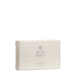 Molton Brown Soothing-Milk-Oatmeal-Soap-75g